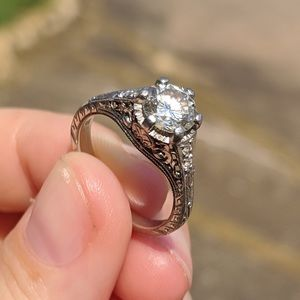 STUNNING 0.95 ct vintage engagement ring! 💍